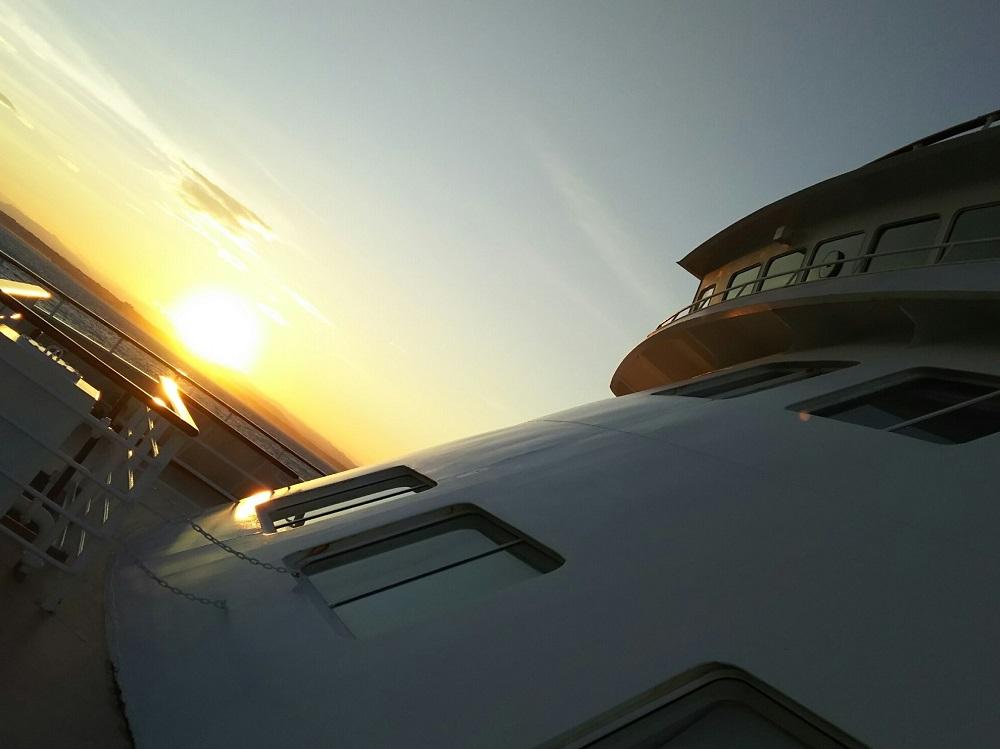 にっぽん丸-船の上でみた夕日