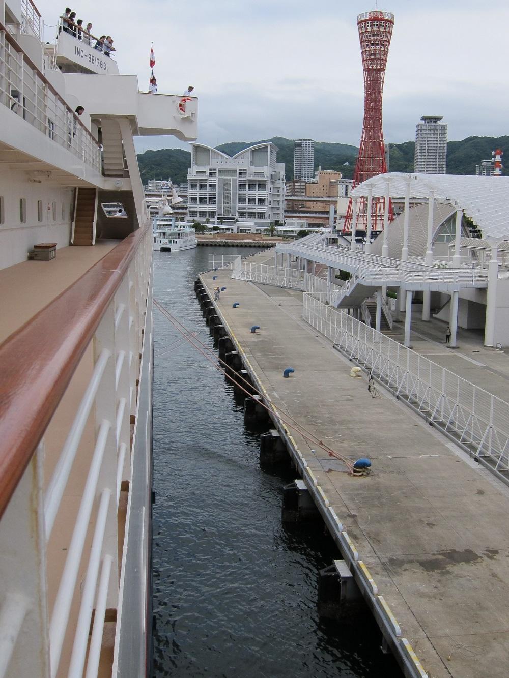 にっぽん丸-神戸港に接岸