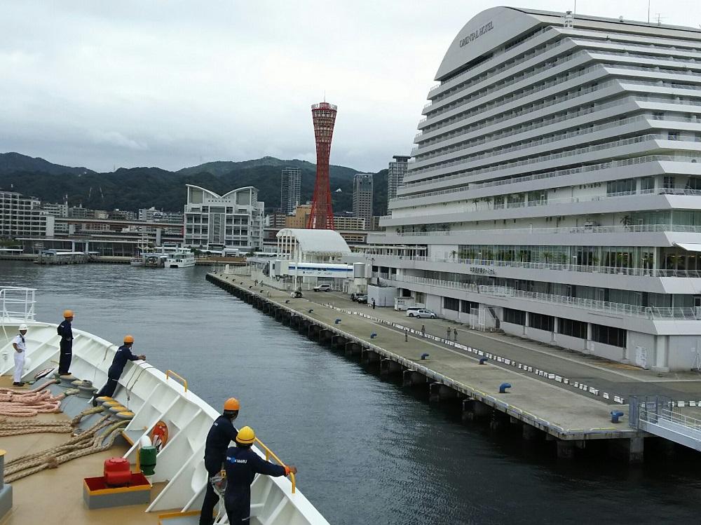 にっぽん丸T2-神戸港に接岸