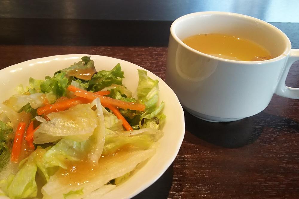 サラダにスープ