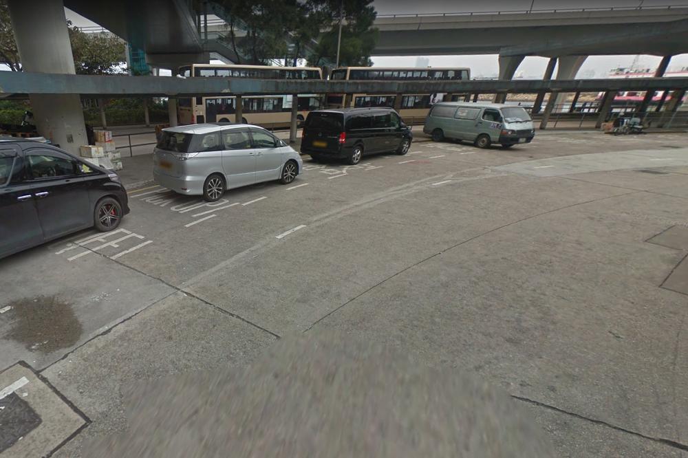観塘フェリーターミナルを出るとバスプール