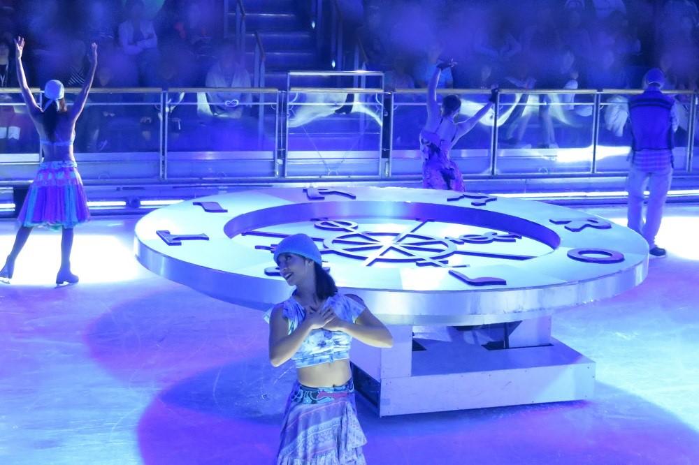 アイススケートショー1大きな舞台セットも登場
